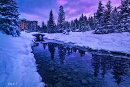 日出前的路易斯湖酒店的后园