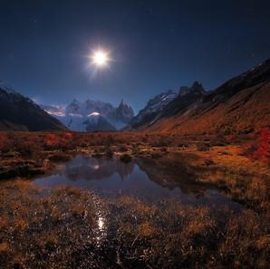 托雷峰的月色