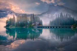 清晨中的翡翠湖