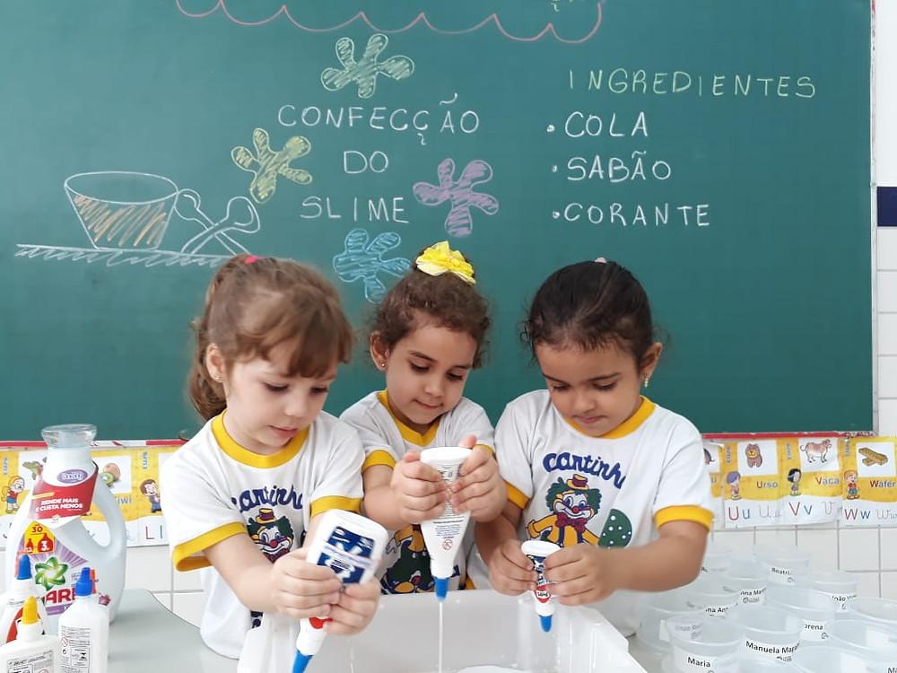 Confecção de Slime na Semana da Criança do Colégio Marconi