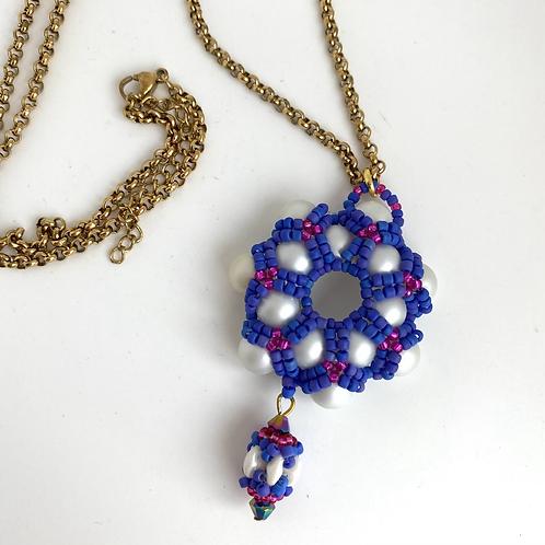 Daisy necklace -azure