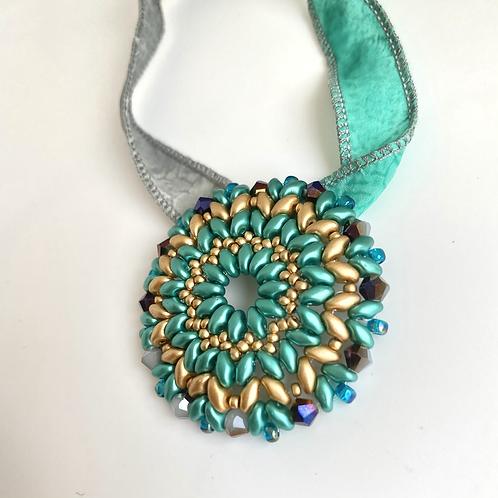 Marguerite pendant