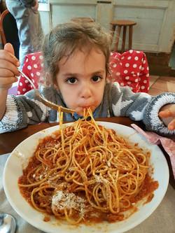noam mangia pasta