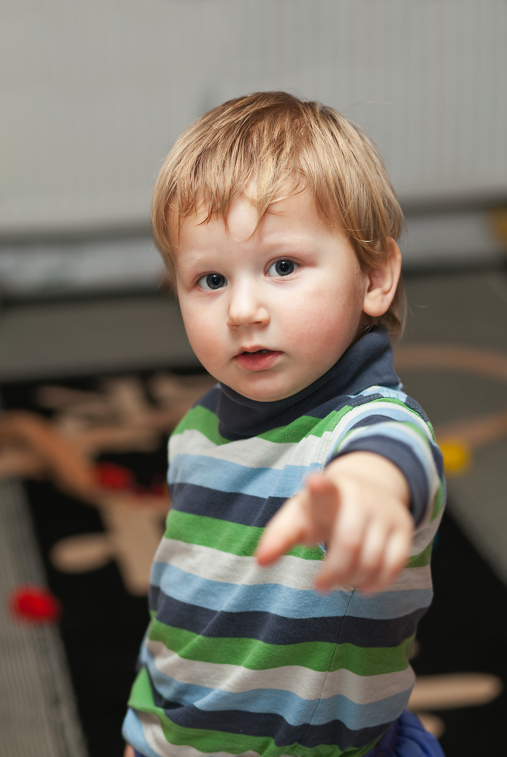 supporting children with speech sound difficulties - encourage pointing and gesturing