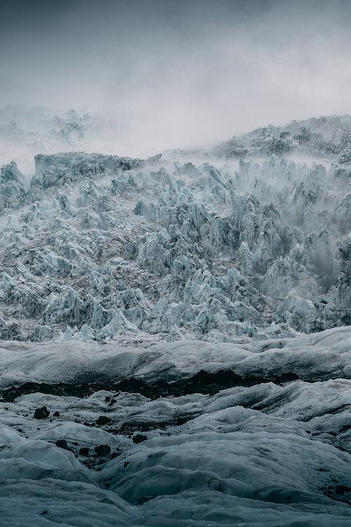 Dark glacier Islande Vertical