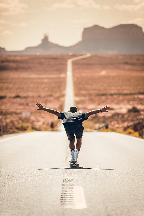 Skateboard 2 Monument Valley Arizona