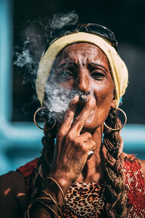 Portrait femme cigar Cuba