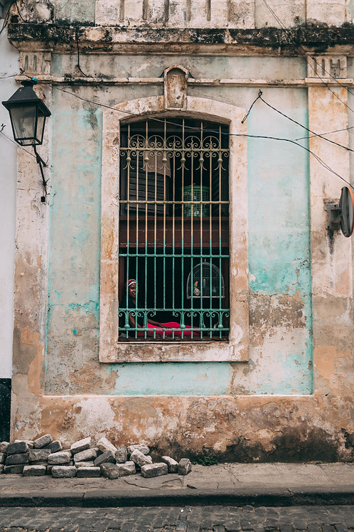Femme et oiseau Cuba