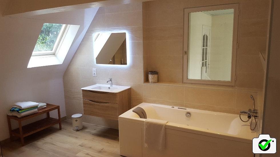 Salle de bain balnéothérapie chic Dinard