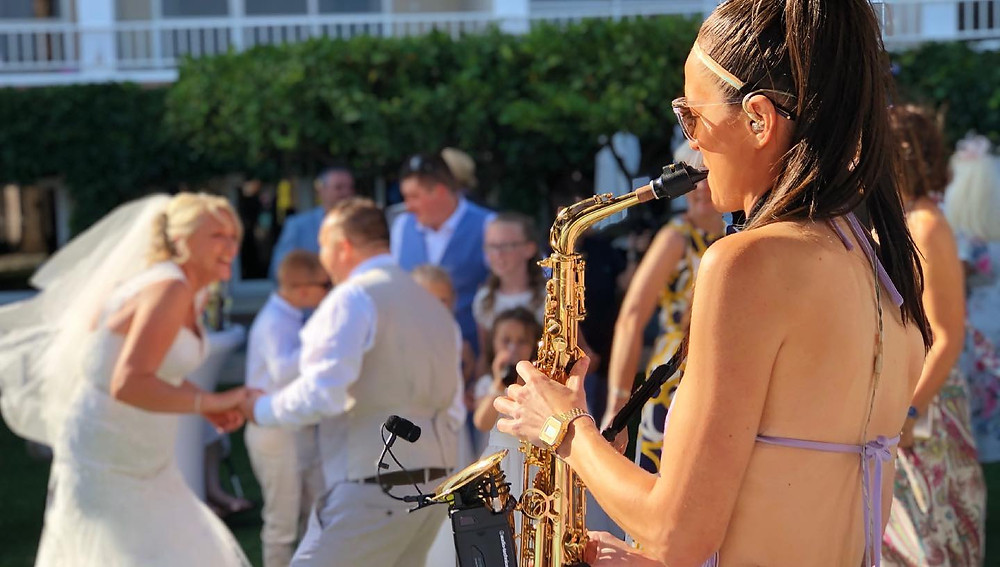 Wedding music for drinks reception in Murcia. Sax player with DJ
