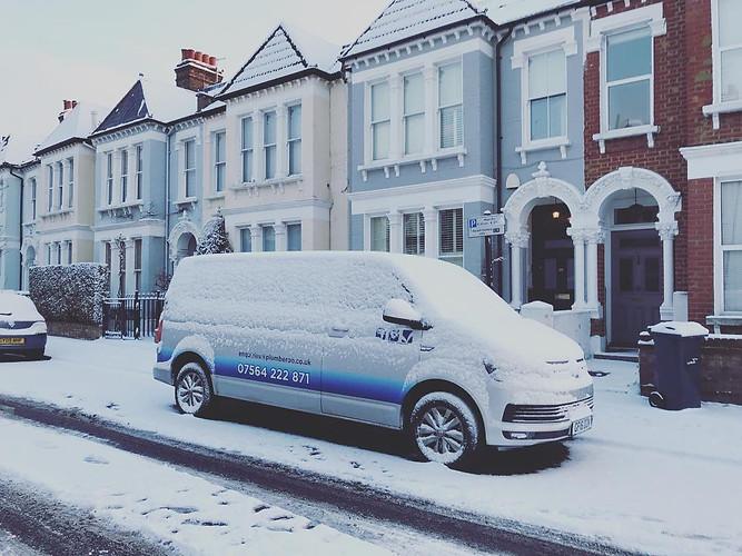 Plumberoo Van in the snow