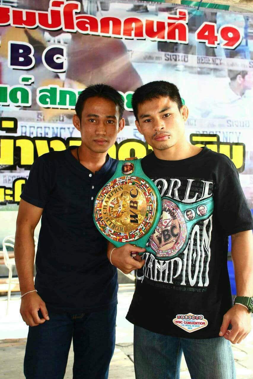 Kru Keng with Wanheng Meenayothinwho won the WBC belt.