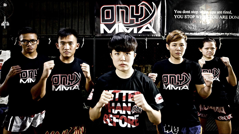 The 2015 Onyx Muay Thai Fight Team. I was still a Nak Muay and never considered converting to boxing.