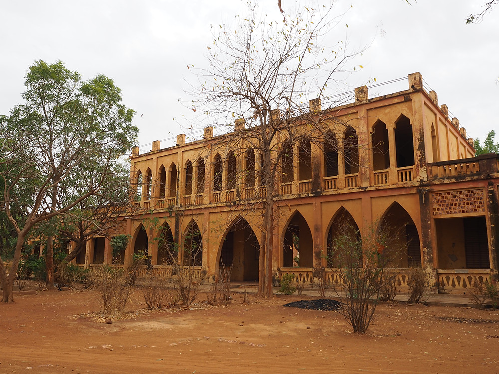 Groupe Centrale, a characteristic Neo-Sudanese style building