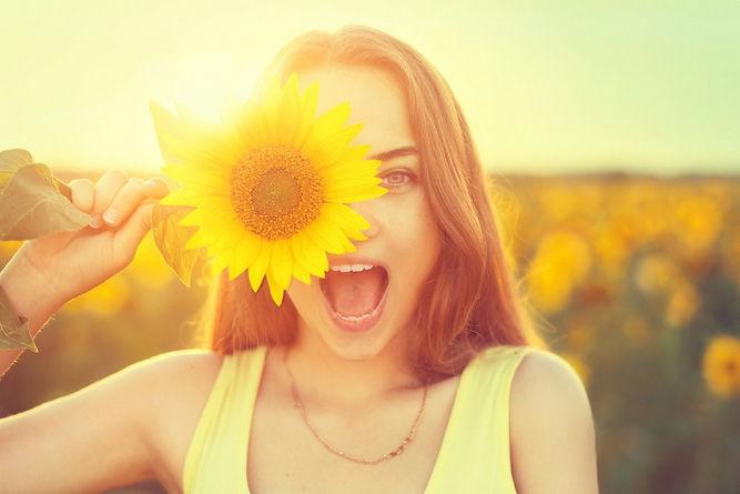 femme-heureuse-ete-fleur.jpg