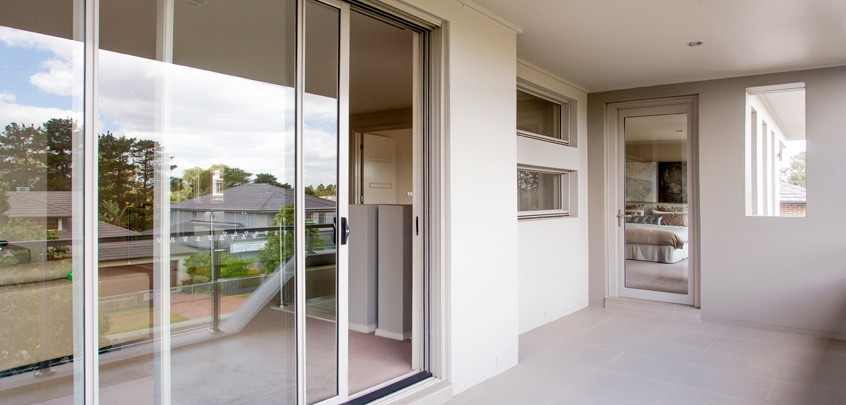 Synergy sliding door2