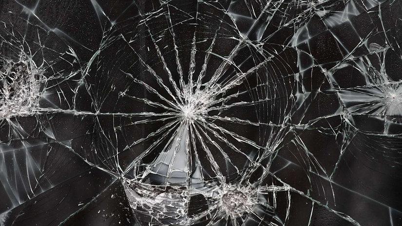 Broken glass, laminated glass
