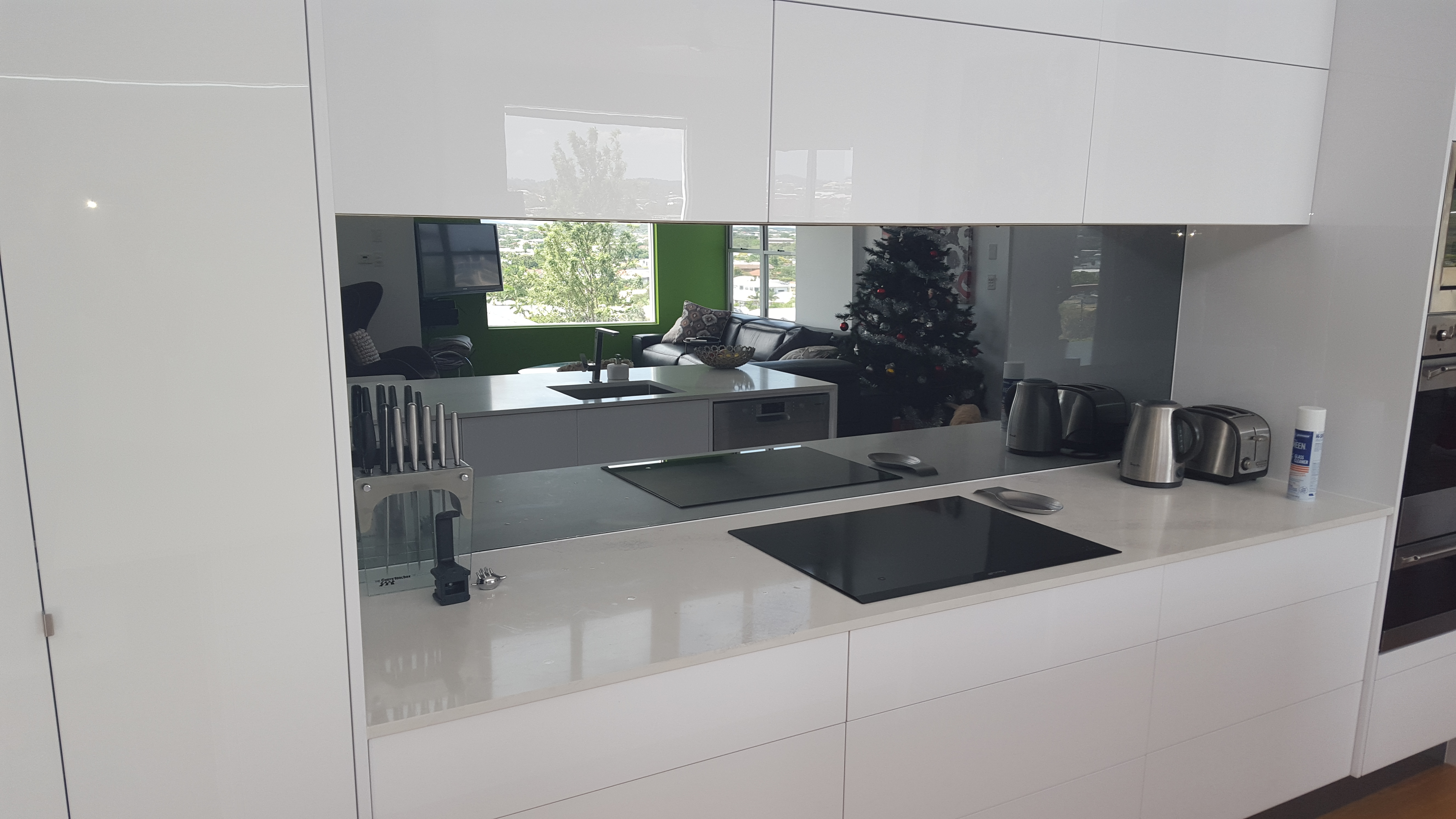 Painted mirror toughened splashback