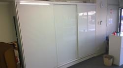 Semi-frameless super white wardrobe