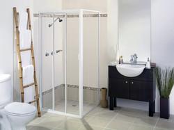 Sliding shower screen with return