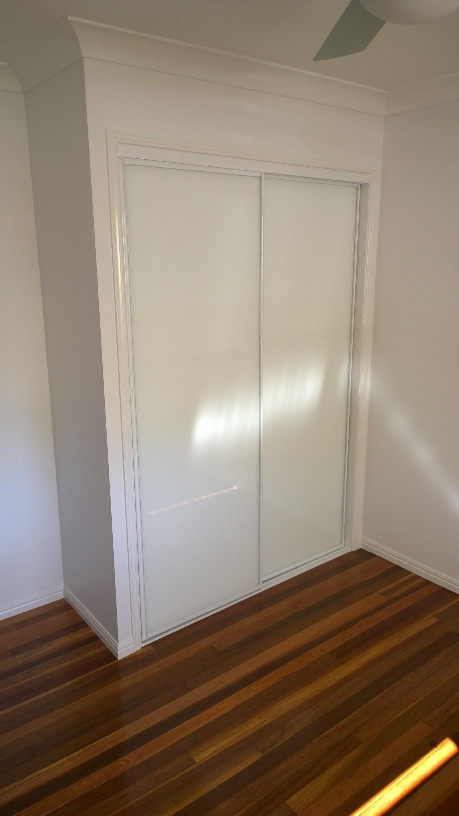 Framed super white wardrobe