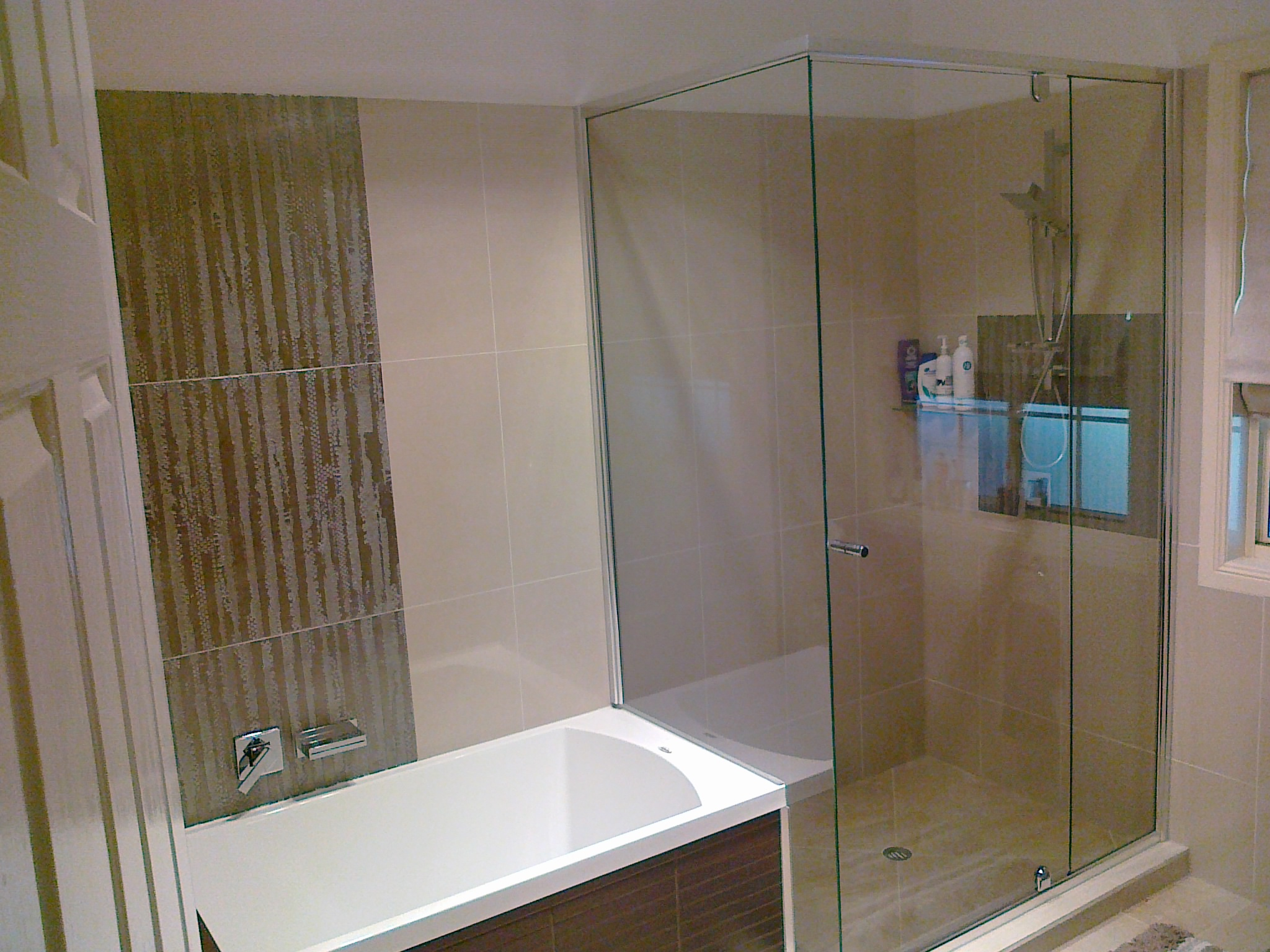Semi-frameless with return over hob