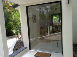 Frameless commercial entry door