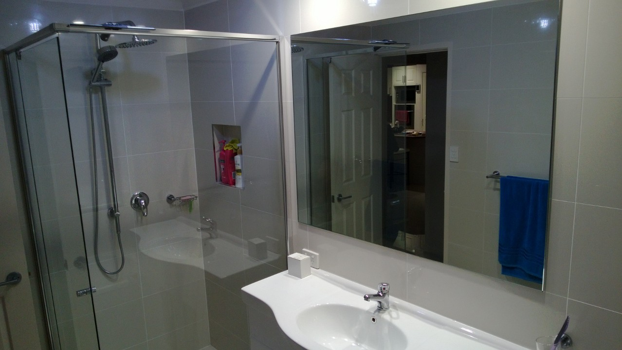 Semi-frameless with return & mirror