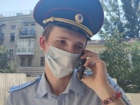 Полиция пыталась помешать  Ксении Свердловой сдать подписи в избирательную комиссию.