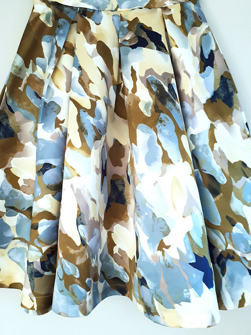 Pleated skirt with abstract print