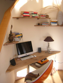 Schreibtisch / Regale