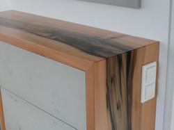 Schrank mit Holz