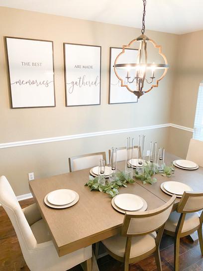 Modern farmhouse dinning room interior.