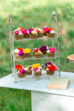 Birdie Dessert Stand
