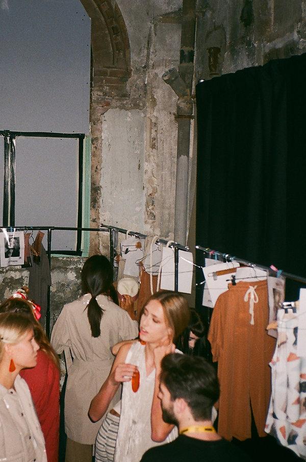 amt. backstage 080 fashion week