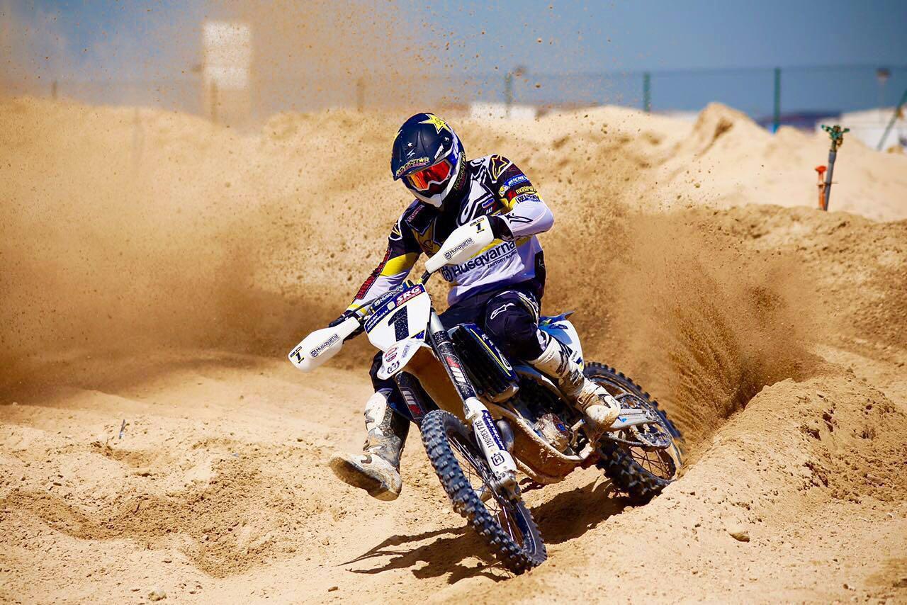 CON SESIONES DE MOTOCROSS EN DUBAI