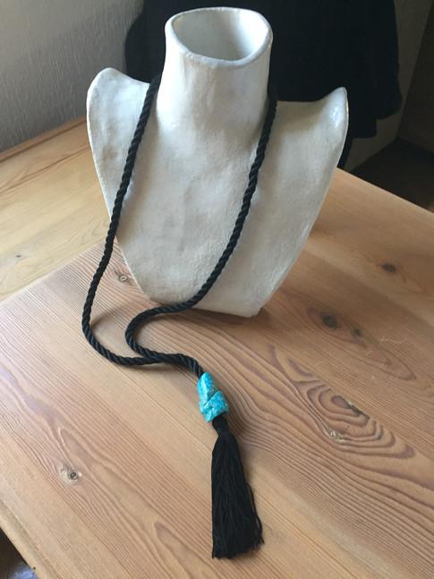 2017  ref. 961D00: collar abalorio de pasta eguipcia 96 cm realización a mano pieza única