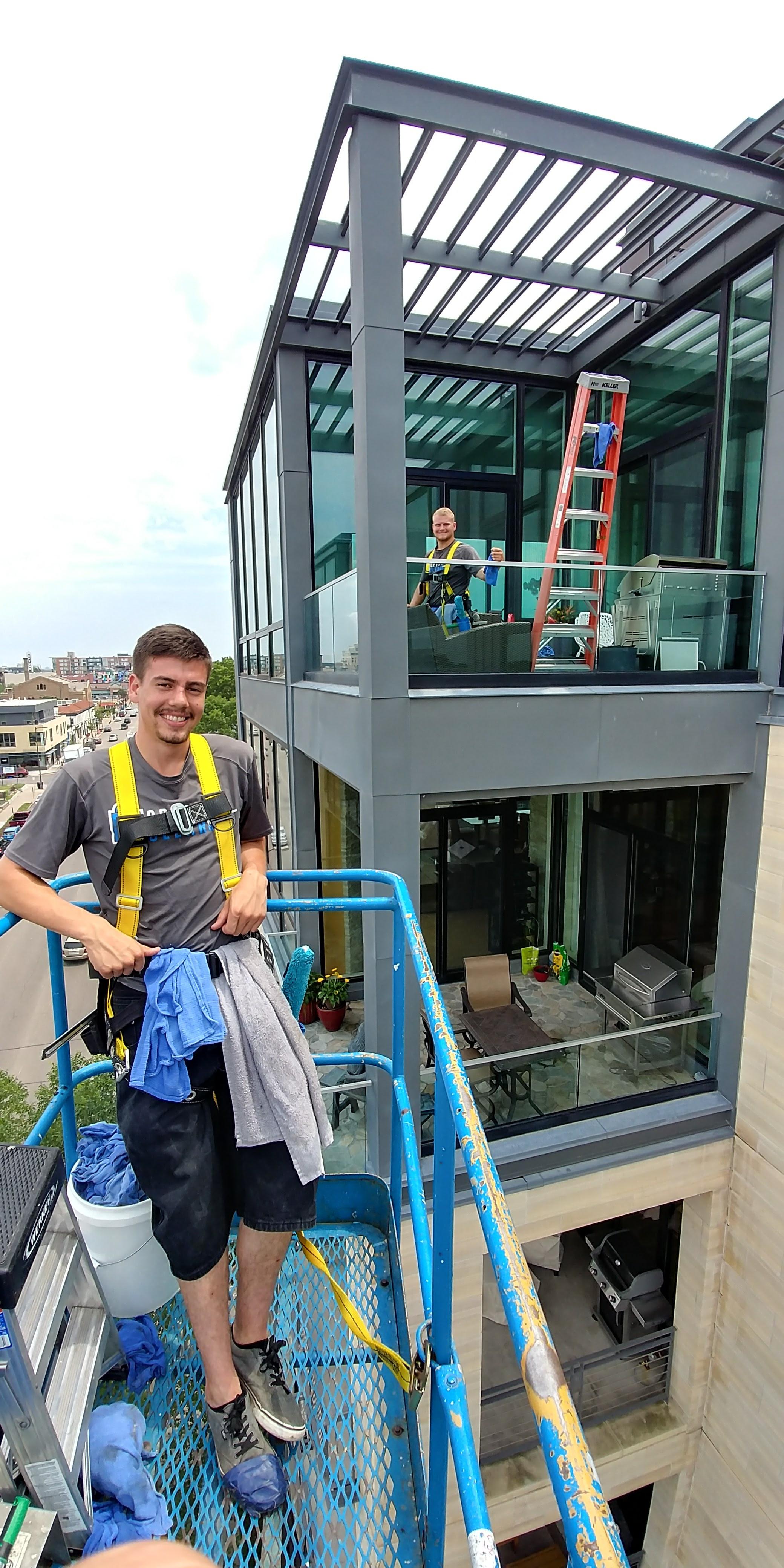 Mid-Rise Window Washing