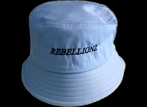 Chapeau seau (bleu avec broderie)