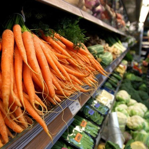 Supermarkets urged to sell more loose fresh produce to tackle food waste