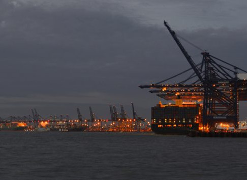 Chaos at port of Felixstowe worsens as carriers refuse return of empty boxes