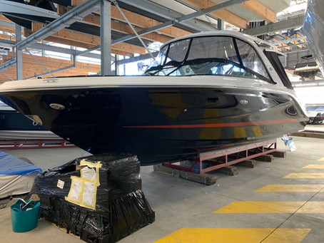 Boat stripes on a Sea Ray 310 SLX