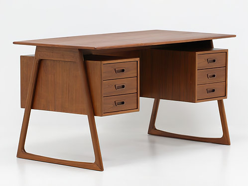 Charles Executive Floating Desk