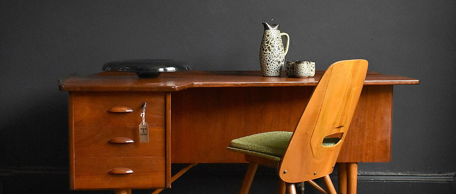 Nicolas Executive Boomerang Desk