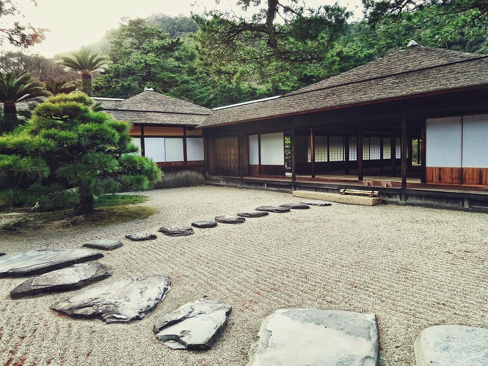 Camino de piedra para tu jardin MIC Multiservicios