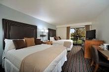 Hotel-Room-Redmond-Oregon-Double-Queen-Suite-Guestroom-mobile.jpg