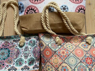 Sommer-Taschen mit verschiedenen Prints von Highlight Company