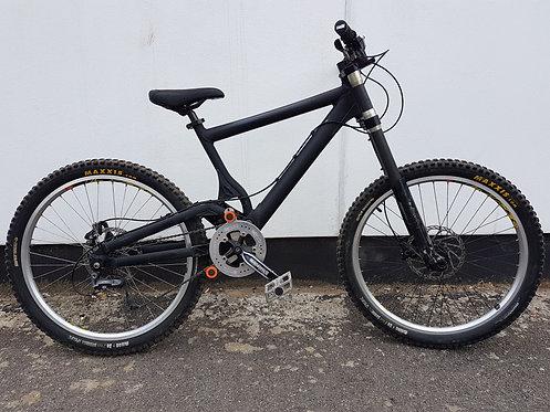 Giant Down Hill Bike Size L