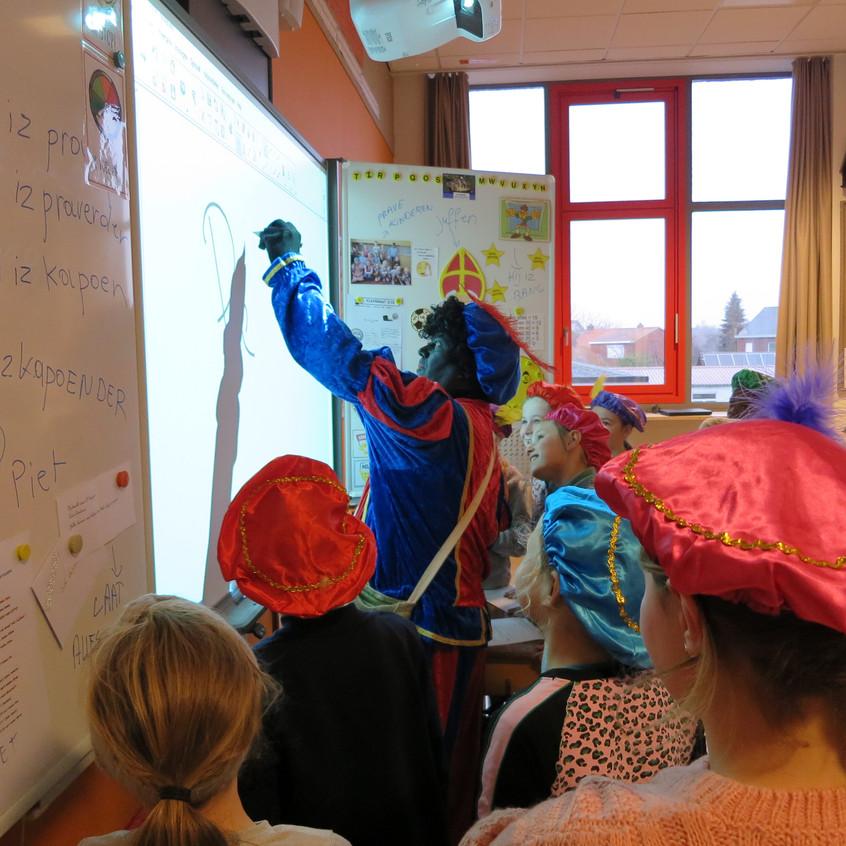 Sint op school (2)