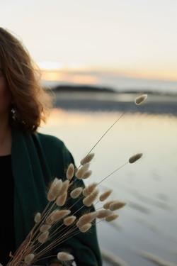 détails photo à la mer pour la marque de poncho breton Find Your Metanoia